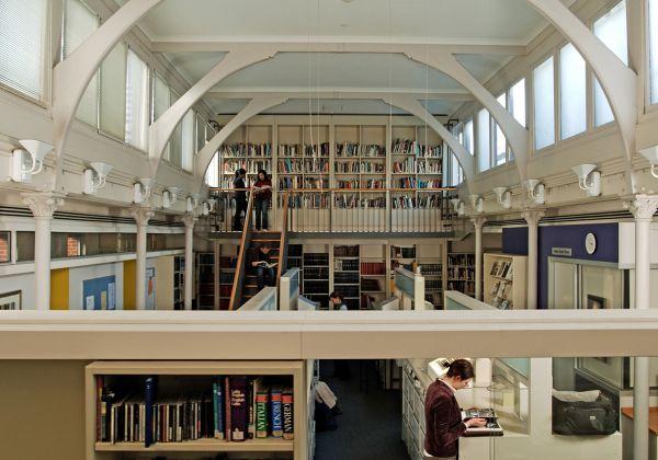 Elisabeth Murdoch Library c. 2007 (photograph by Grant Hobson)