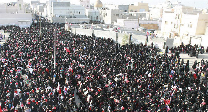 'Women taking part in a pro-democracy sit in in Sitra'. Wikipedia/Creative Commons.