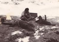 Nick Thieberger recording Muuki Taylor and the late Pijuka Itiwanu in Karlamilyi (Rudall River) 1991