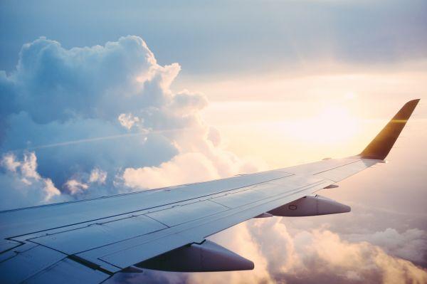 Image of plane in flight