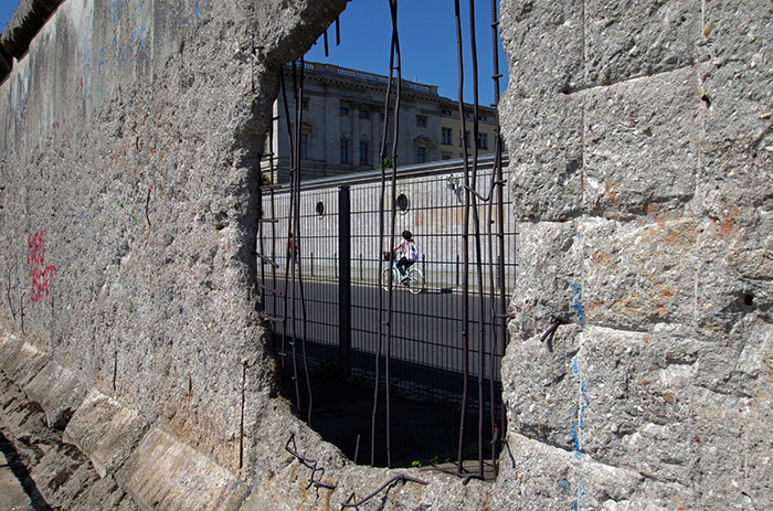 hole in Berlin Wall