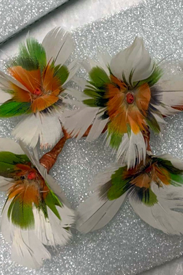 Feather flowers pursuit image1