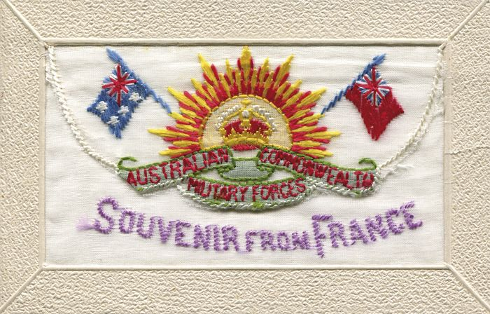 embroidery that says souvenir from france
